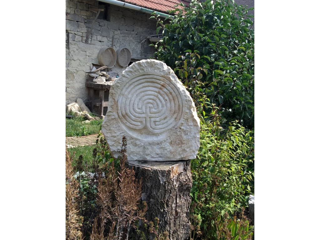 Kamenný reliéf ze džbánské opuky
