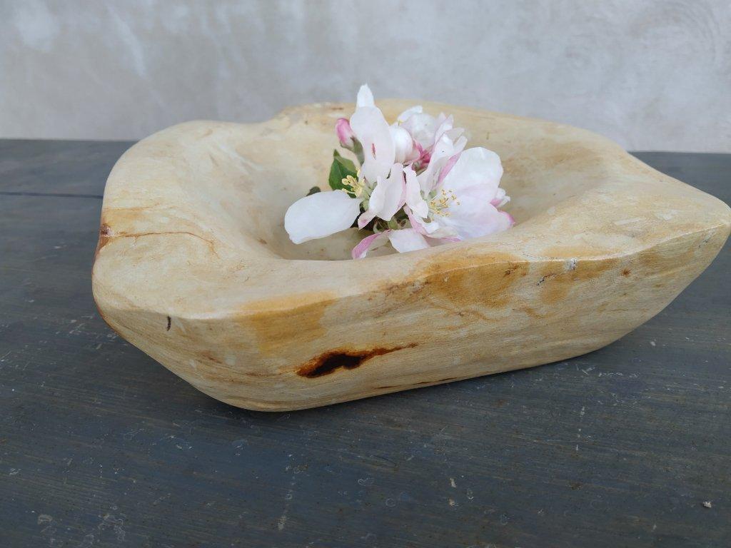 Kamenná miska z opuky