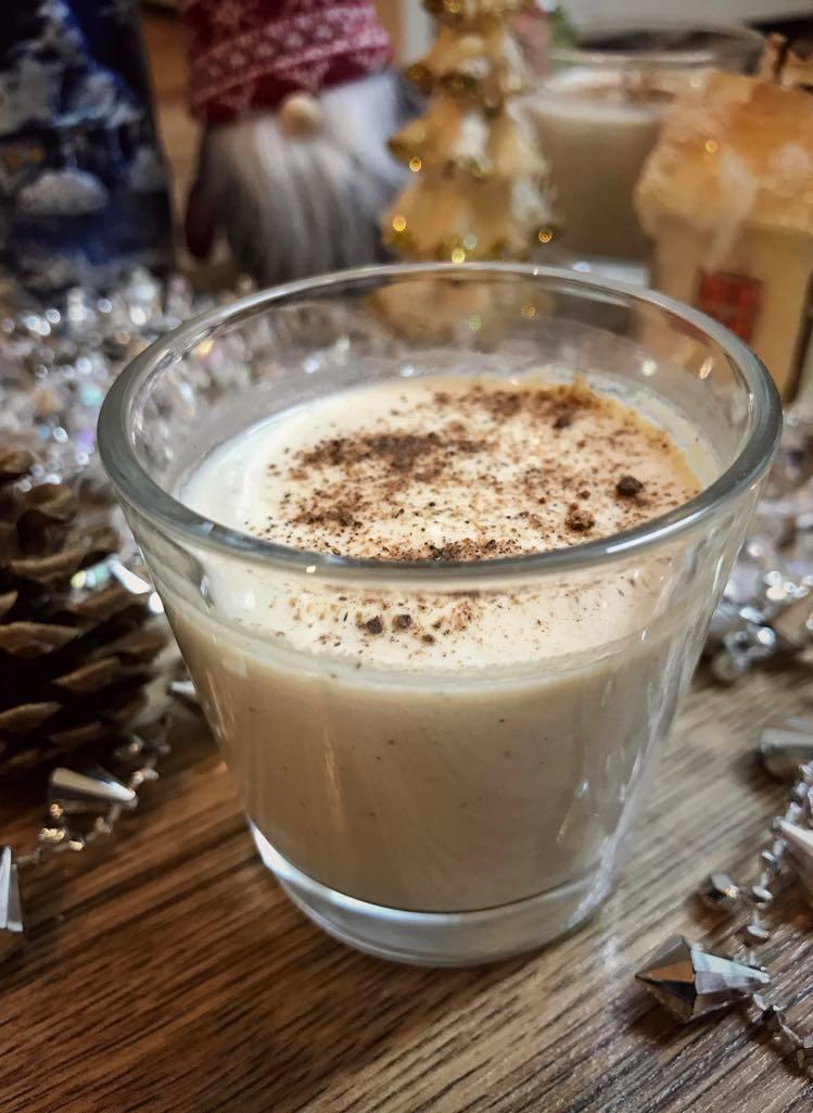 Vánoční Likér Eggnog! (višňovice, která zrála v dubovém sudu)