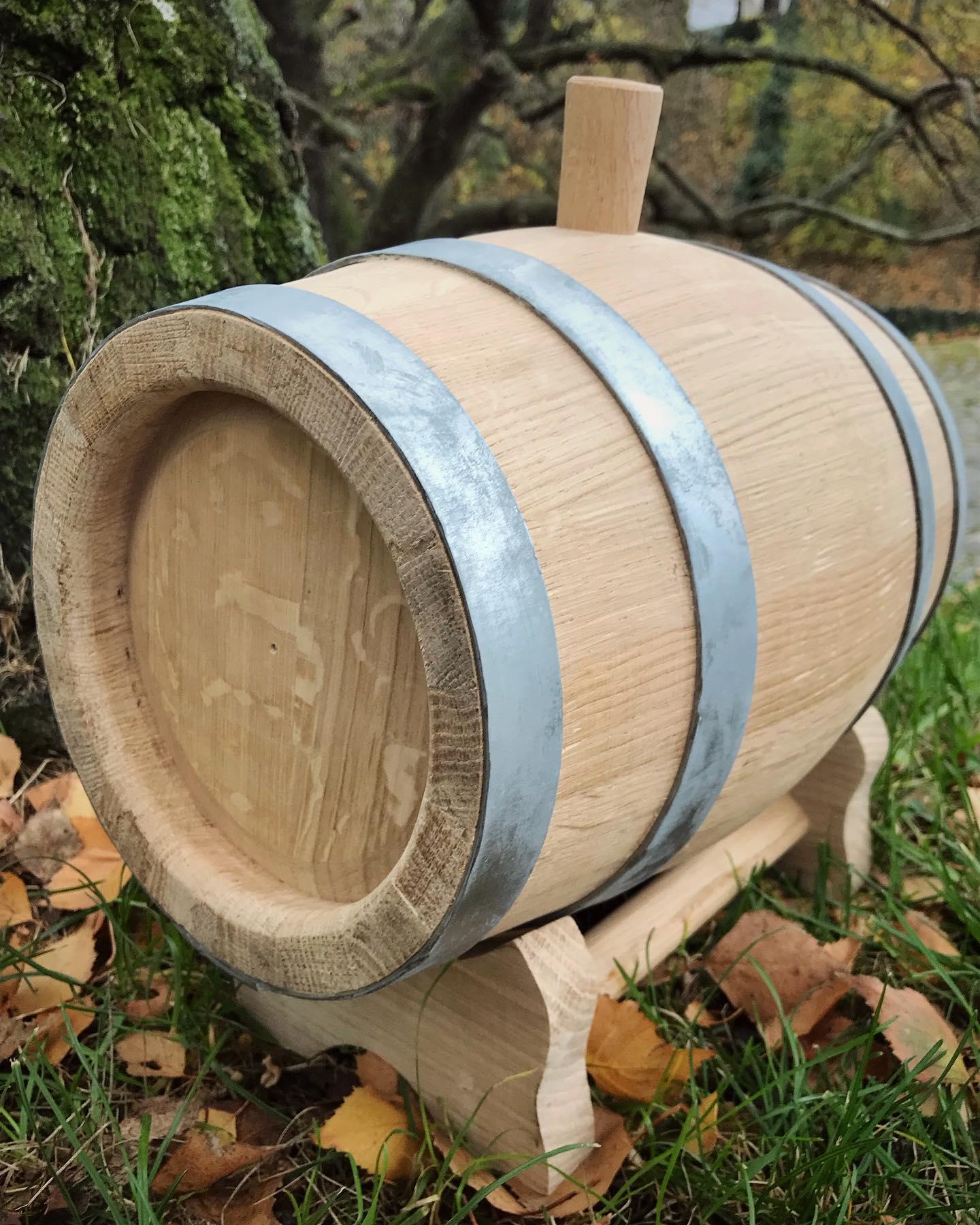 Výhody dubových sudů při zrání alkoholického nápoje