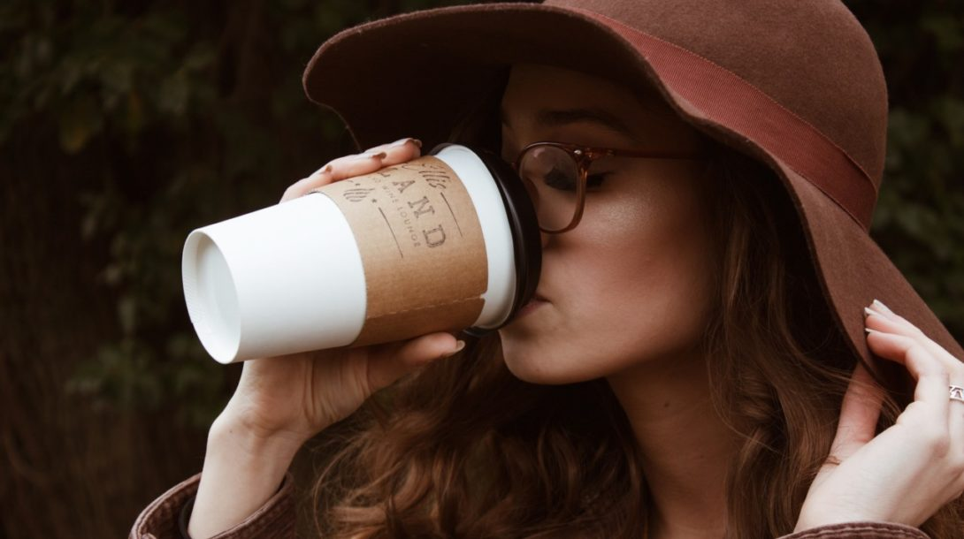Startup vyrába z recyklovaných papierových pohárov produkt, ktorý je čoraz obľúbenejší aj u nás