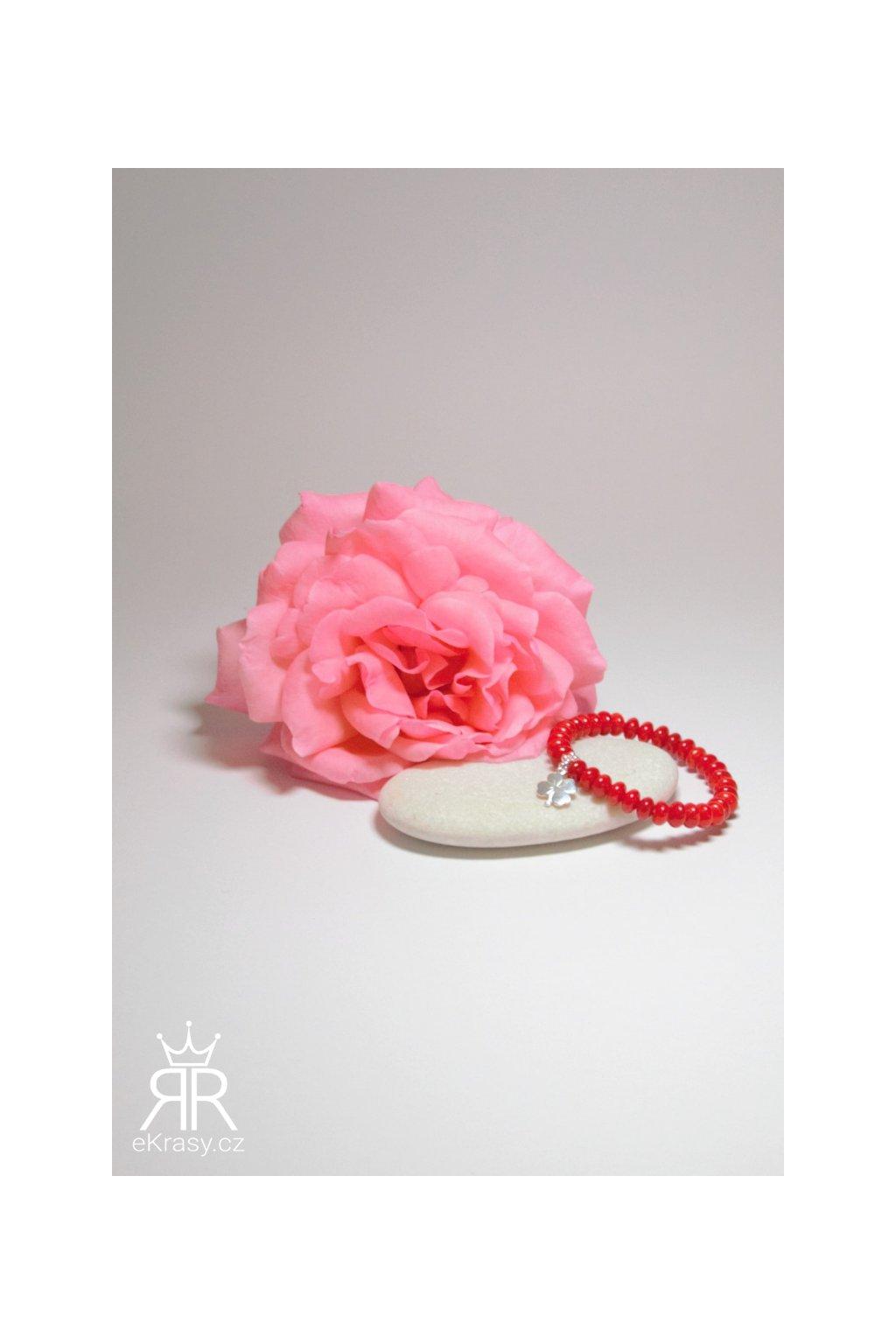 eKrasy náramek Jahodový sen - dárek pro holku z korálu