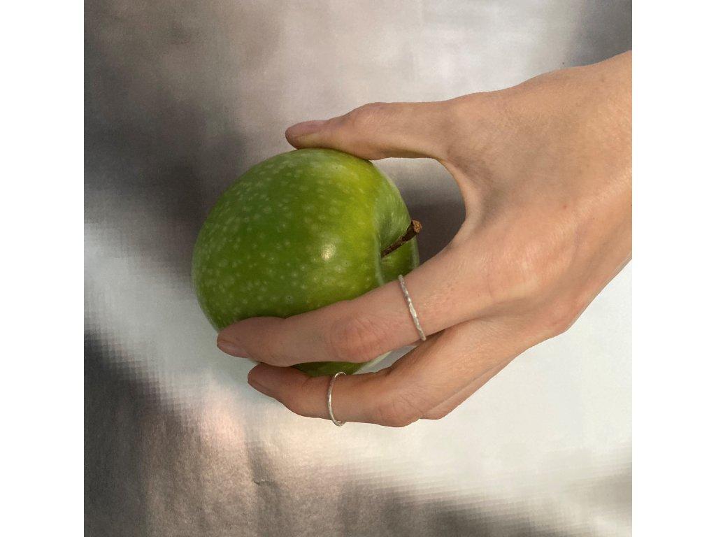 Jemné a midi prsteny