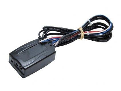 Univerzalni adapter pro ovladani na volantu
