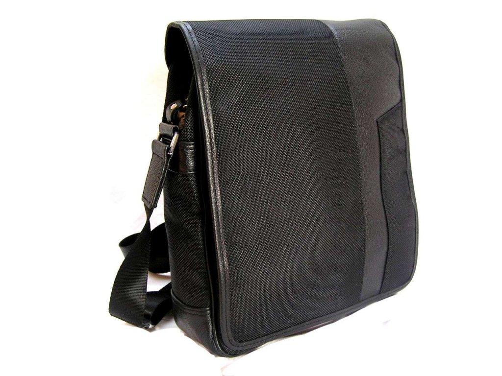 Klopnová cestovní taška přes rameno - černá