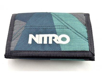 Zelená peněženka s bílým nápisem Nitro