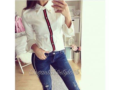 Příjemná bílá košile