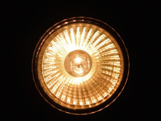 halogen-spotlights-643352_640