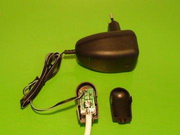 Stabilizovaný napájecí zdroj antény /trafo/ s výhybkou 12V/100 mA pro širokopásmové antény /síta/