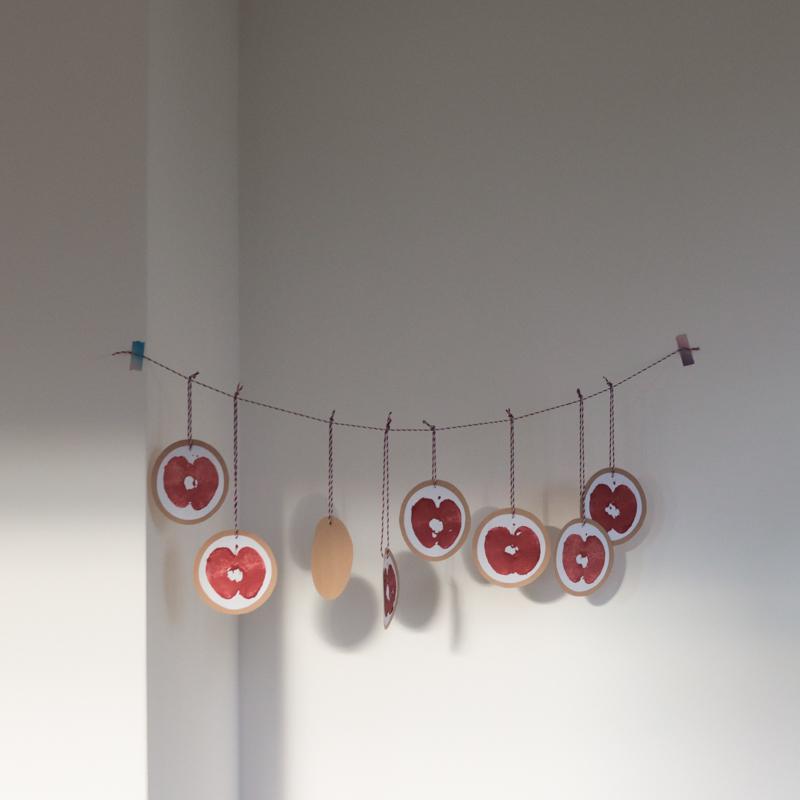 DIY Výzdoba z obtisknutých jablíček
