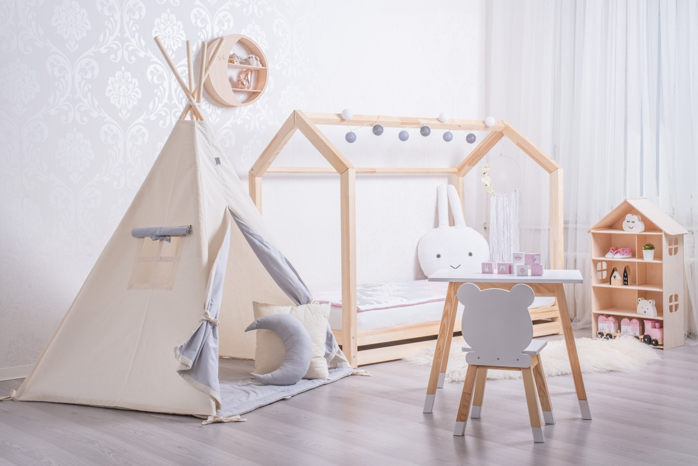 dětský_pokoj_s_domečkovou_postelí_clasic