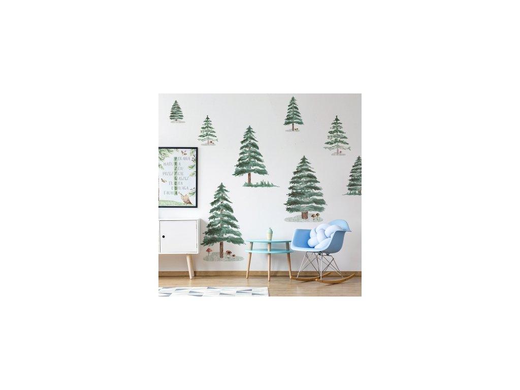 Designová samolepka zimního lesa originálním způsobem nahradí na stěně dětského pokoje klasickou tapetu.