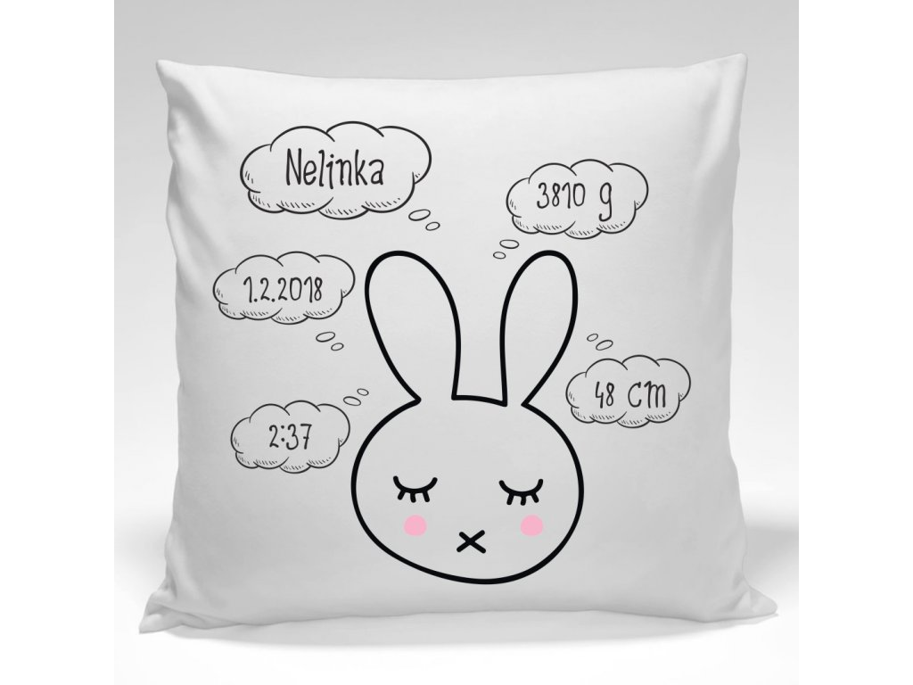 Designový pamětní polštářek k narození miminka je i originální textilní dekorací.