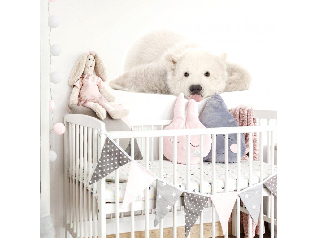 Designovou nástěnnou samolepku s ledním medvědem lze v dětském pokoji využít i jako netradiční fototapetu.