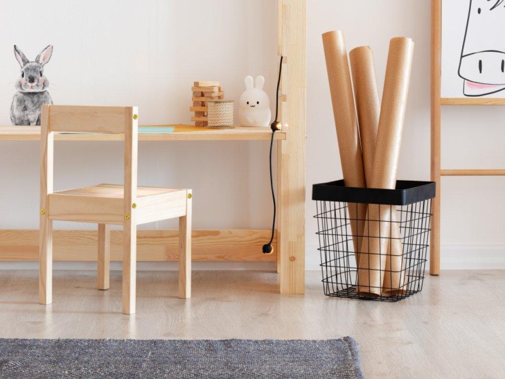 Stůl k domečkové posteli