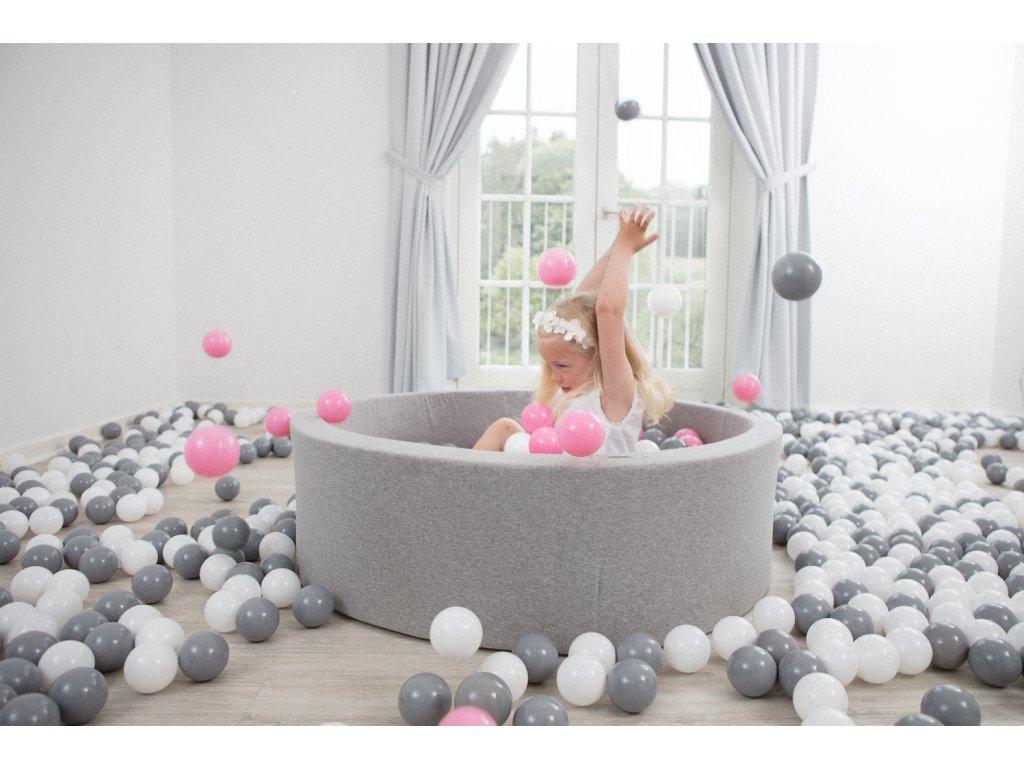 Stylový dětský bazének s míčky
