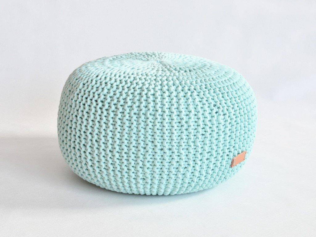 Pletený puff v moderní mintové barvě