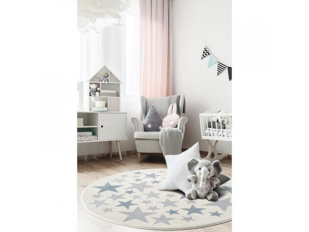 krásný koberec jako podložka na studenou podlahu