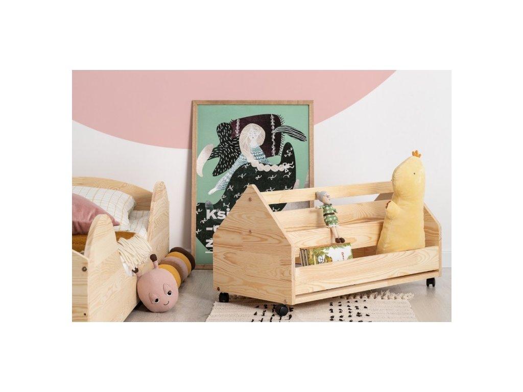 Dětský pojízdný regálek ve tvaru domečku z přírodního dřeva je praktickým pomocníkem v dětském pokoji