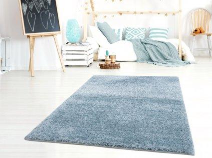 Luxusní modrý plyšový koberec do klučičího pokoje