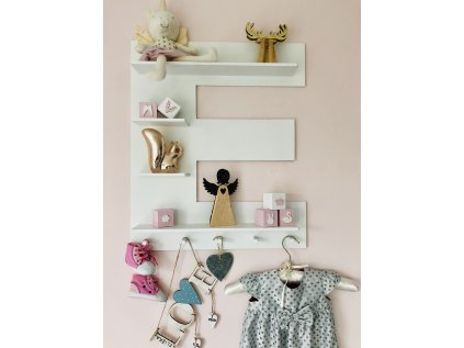 polička písmeno je originální dekorací do dětského pokojíčku