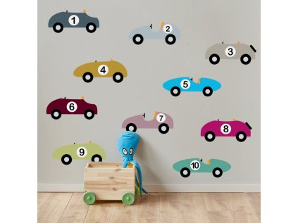 S atraktivní nástěnnou samolepkou barevných retroatíček vtisknete dětskému pokoji originální design.
