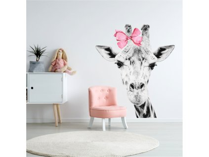 Designovou nástěnnou samolepku se žirafou lze v dětském pokoji využít i jako netradiční fototapetu.