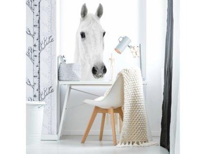 Designovou nástěnnou samolepku s koněm lze v dětském pokoji využít i jako netradiční fototapetu.