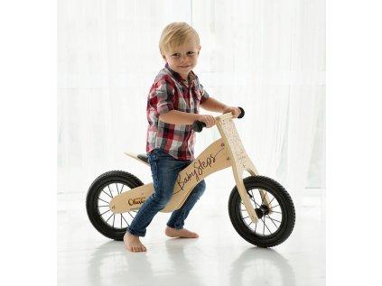Dřevěné designové odrážecí kolo je kvalitním a bezpečným dopravním prostředkem pro nejmenší cyklisty