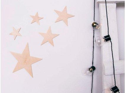 Dřevěná dekorace hvězdičky - dětský pokoj