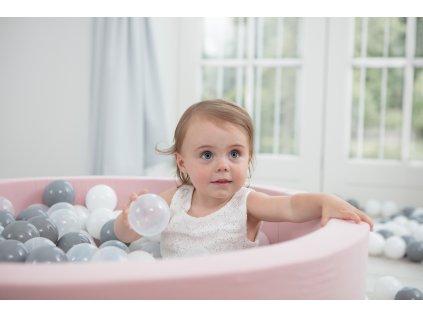 Pudrově růžová bazének a kuličky