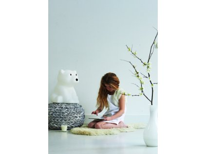 Nanuk medvěd a holčička