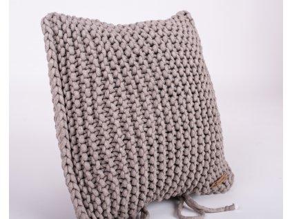 ručně pletený povlak