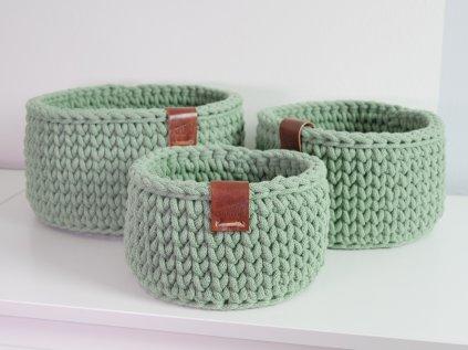 světle zelený košíček háčkovaný