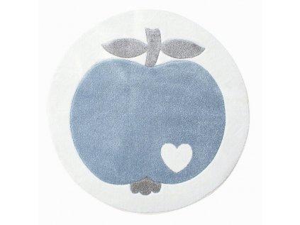 bílý koberec s modrým jablíčkem