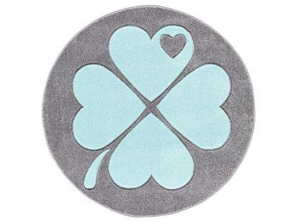 šedý koberec s mátovým čtyřlístkem
