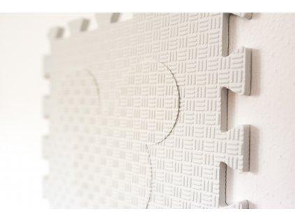 bílé puzzle s myšákem v bílé barvě