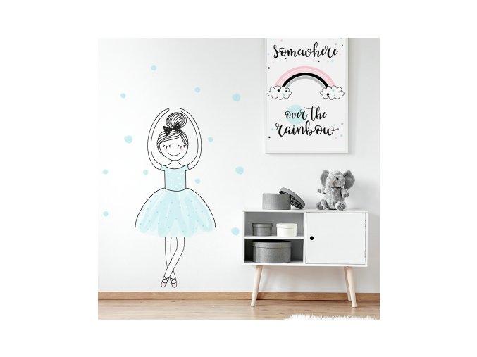 Designová samolepka tančícího děvčátka v baletním postoji a v pastelových barvách je příjemnou dekorací na zdi dětského pokoje