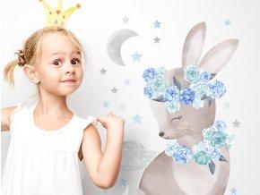 Nálepka na zeď králík s růžemi modrý