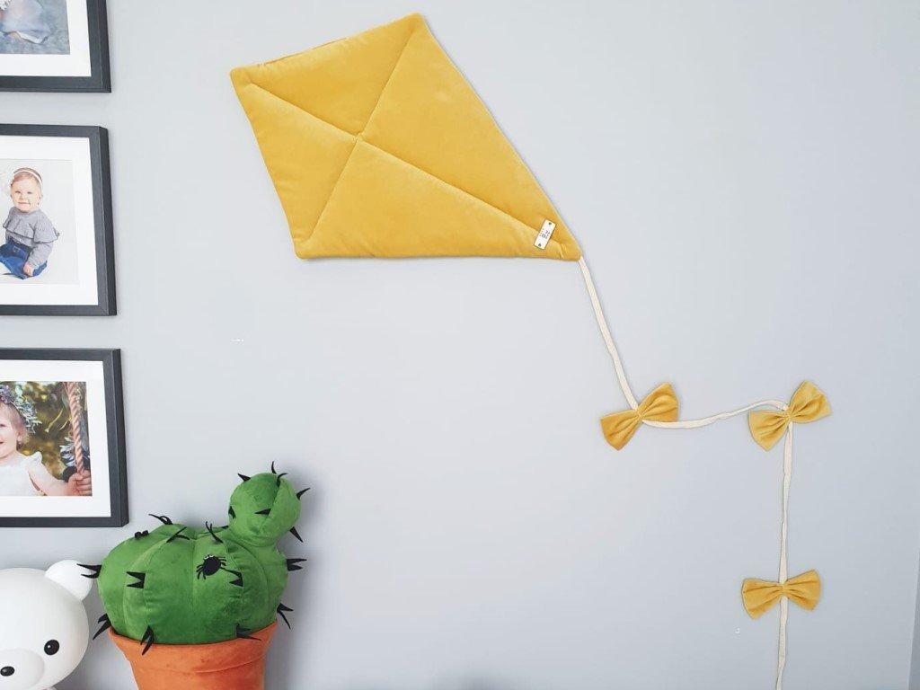 Gyönyörű puha dekoráció a gyerekszobába sárkány a falra