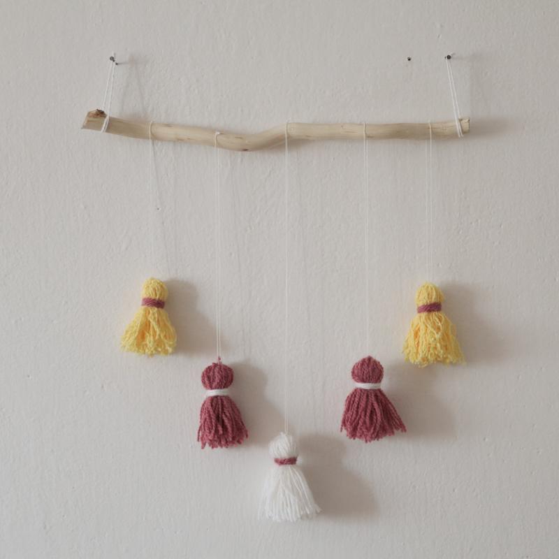 DIY - Dekorácie na stenu zo strapcov