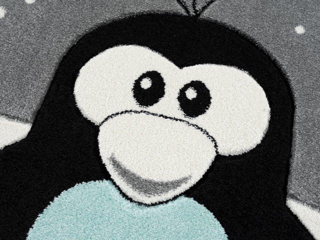 krásny detsky koberec s roztomilým tučniakom