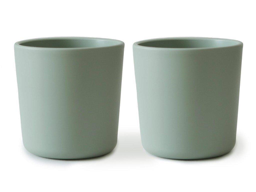 Sada detských pohárikov alebo hrnčekov v pastelovej zelenej farbe