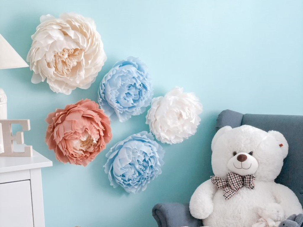 Krepové pivonky dekorácia na stenu do dievčenskej či obývacej izby