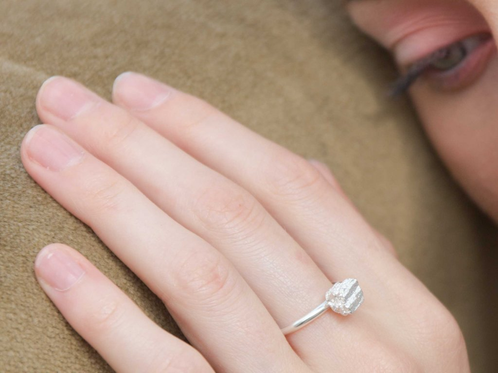 NEW ARCHEOLOGY Artefakt stříbrný prsten kůrka
