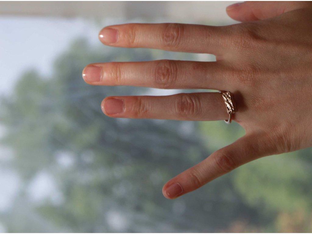 NEW ARCHEOLOGY Artefakt růžový prsten drobek