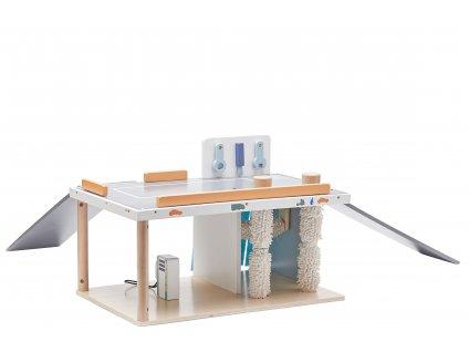 Dřevěný autoservis, automyčka a čerpací stanice