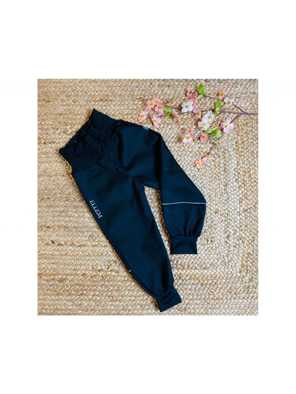 """Alt=""""batolecí černé softshellové kalhoty s vysokým nápletem v pase a s náplety na konci nohavic"""""""