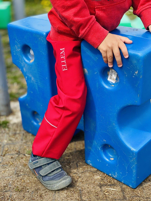 """Alt=""""červené softshellové dětské kalhoty jarní"""""""