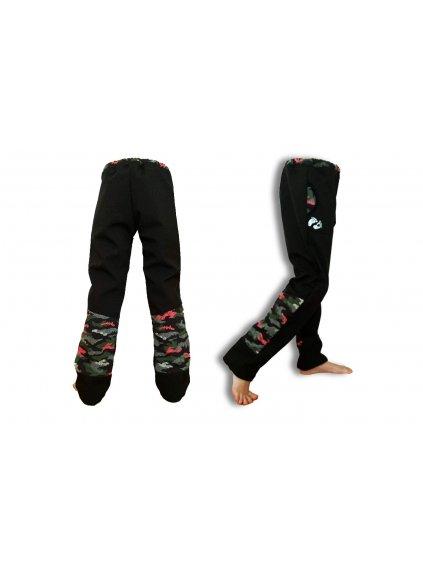 """alt=""""černé softshellové kalhoty s maskáče oblečené na dětských nohách"""""""